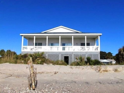 Sea, Sun N' Sand - 4 Br home by RedAwning