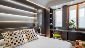 Una cassaforte in camera, una scrivania, postazione laptop