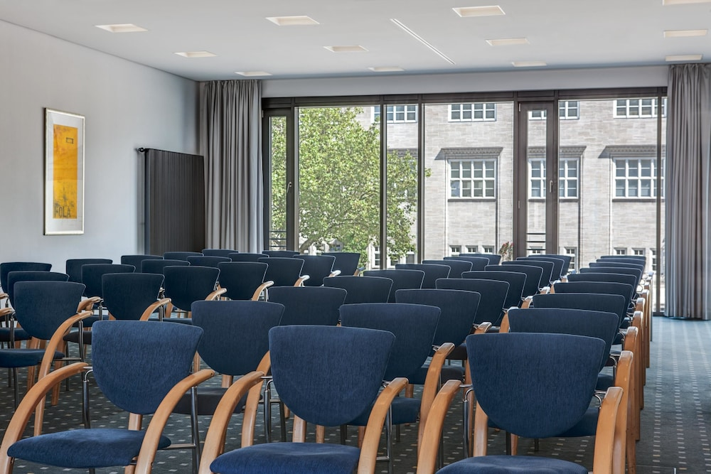 intercityhotel hamburg hauptbahnhof 2018 room prices deals reviews expedia. Black Bedroom Furniture Sets. Home Design Ideas