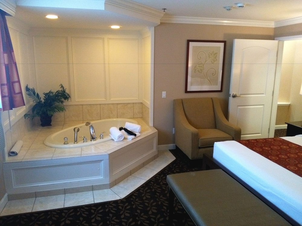 Jetted Tub, The Wilshire Grand Hotel
