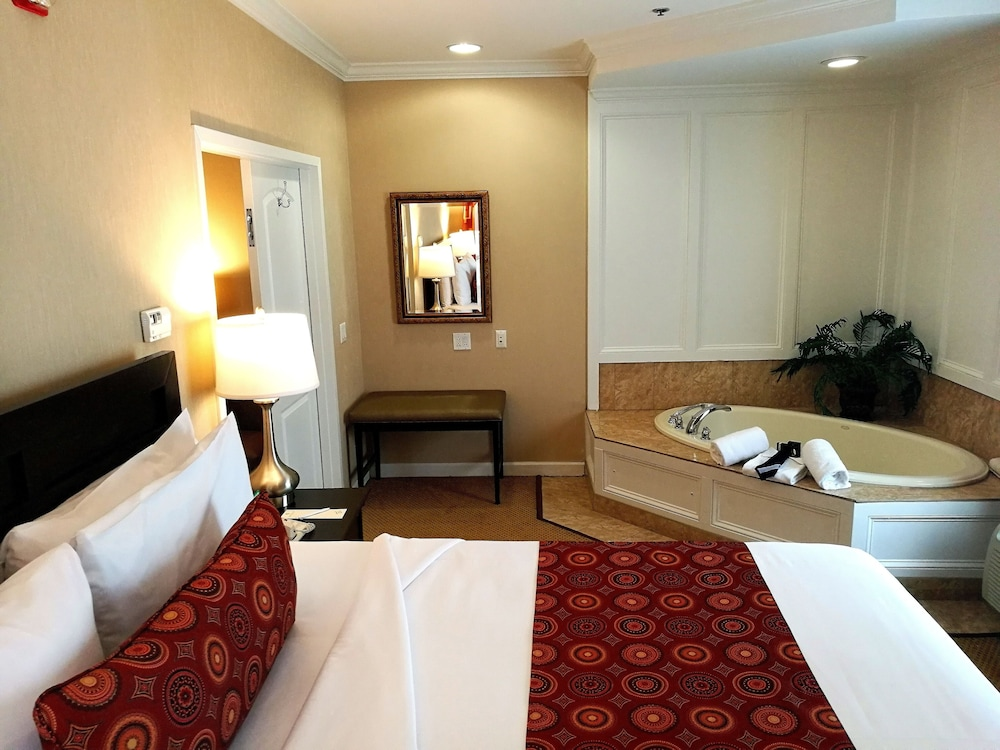 Room, The Wilshire Grand Hotel