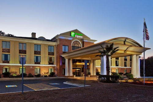 Great Place to stay Holiday Inn Express Hinesville near Hinesville