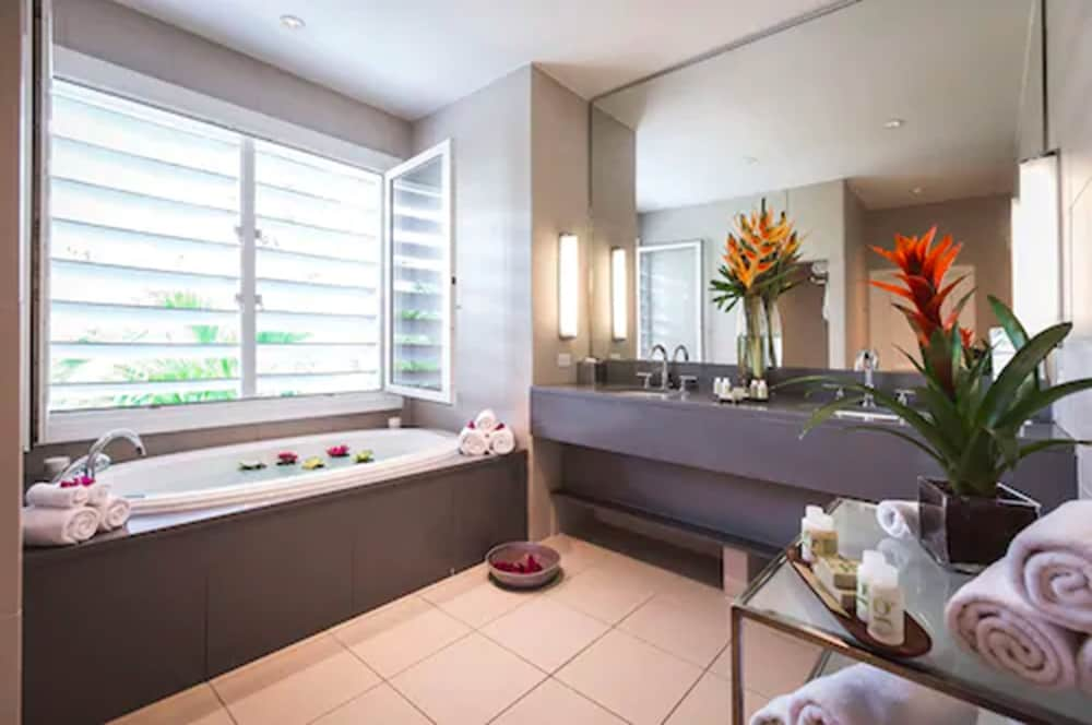 Bathroom, Carlisle Bay