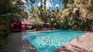 2 개의 야외 수영장, 무료 카바나, 일광욕 의자