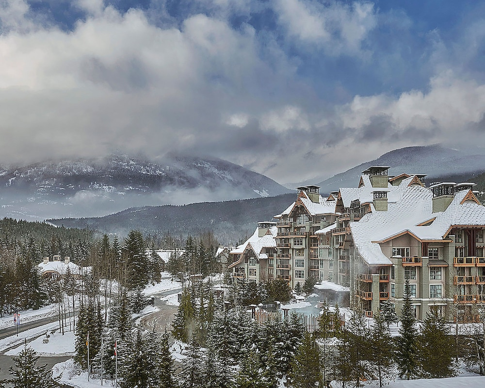 Building design, Four Seasons Resort Whistler