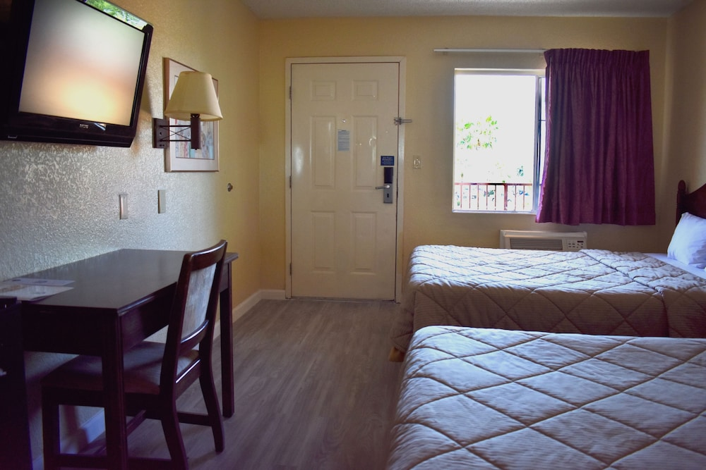 Room, Knights Inn Mesa