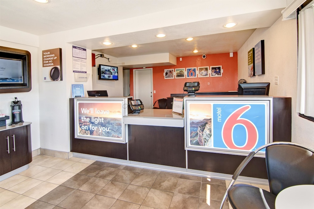 Lobby, Motel 6 Euless, TX - Dallas
