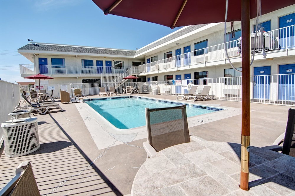 Pool, Motel 6 Euless, TX - Dallas