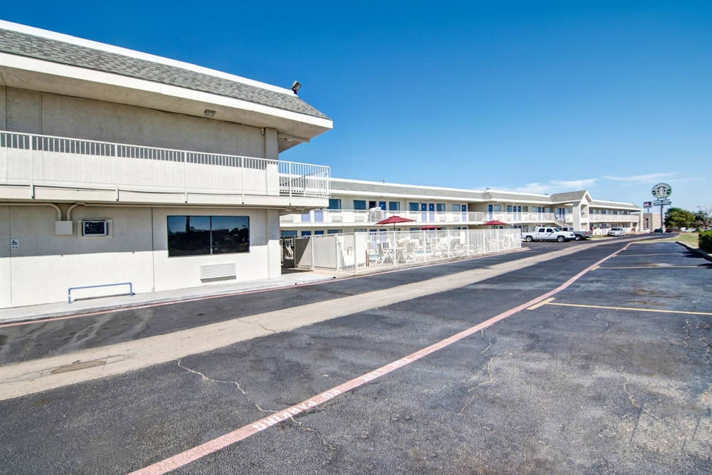 Front of Property, Motel 6 Euless, TX - Dallas