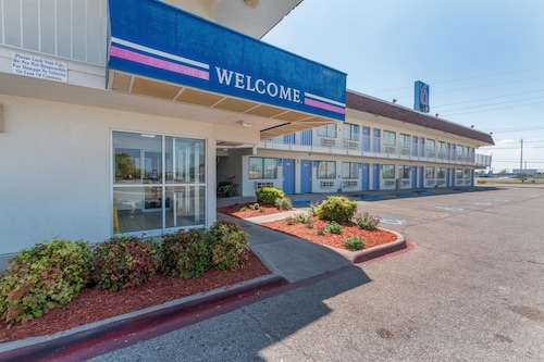 Check Expedia for Availability of Motel 6 Del Rio
