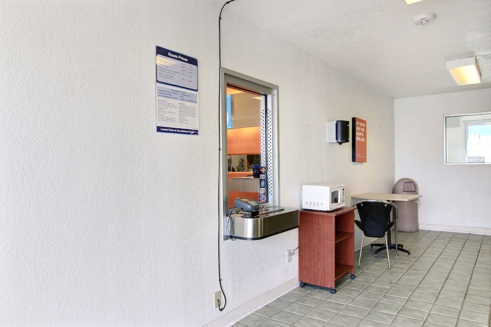Check-in/Check-out Kiosk, Motel 6 Fort Stockton, TX