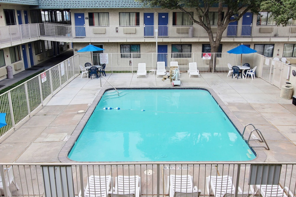Outdoor Pool, Motel 6 Fort Stockton, TX