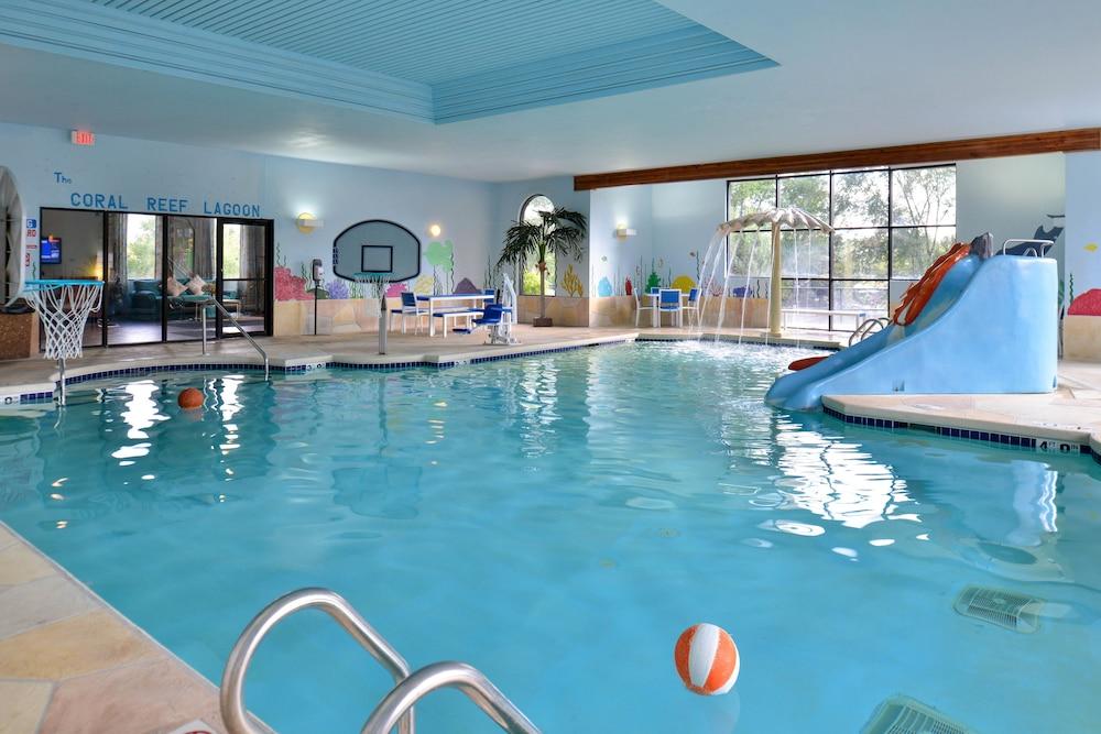atlantis waterpark hotel suites reviews photos. Black Bedroom Furniture Sets. Home Design Ideas