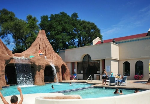 Atlantis Waterpark Hotel & Suites