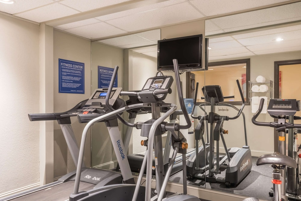 Fitness Facility, Days Inn by Wyndham Greenfield
