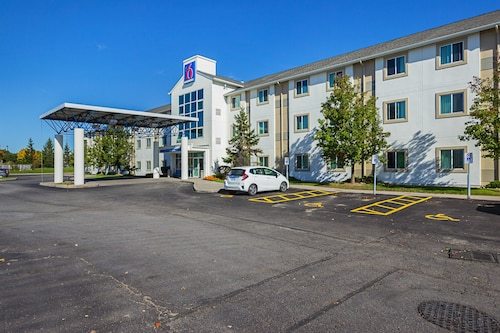 Motel 6 Toronto East - Whitby