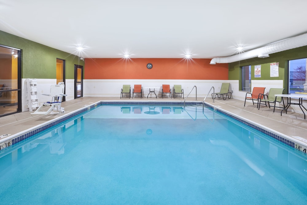 Pool, Holiday Inn Express Circleville