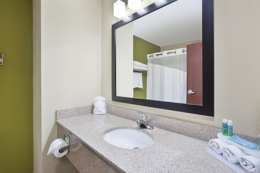 Bathroom, Holiday Inn Express Circleville