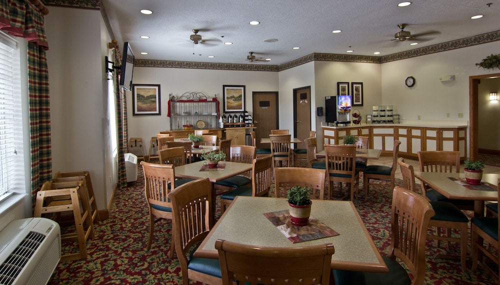 Breakfast Area, Coshocton Village Inn and Suites