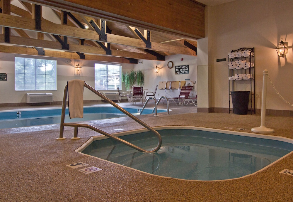 Indoor Spa Tub, Coshocton Village Inn and Suites