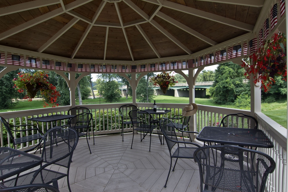 Gazebo, Coshocton Village Inn and Suites