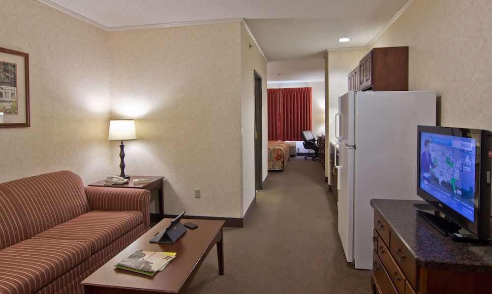 Living Room, Coshocton Village Inn and Suites