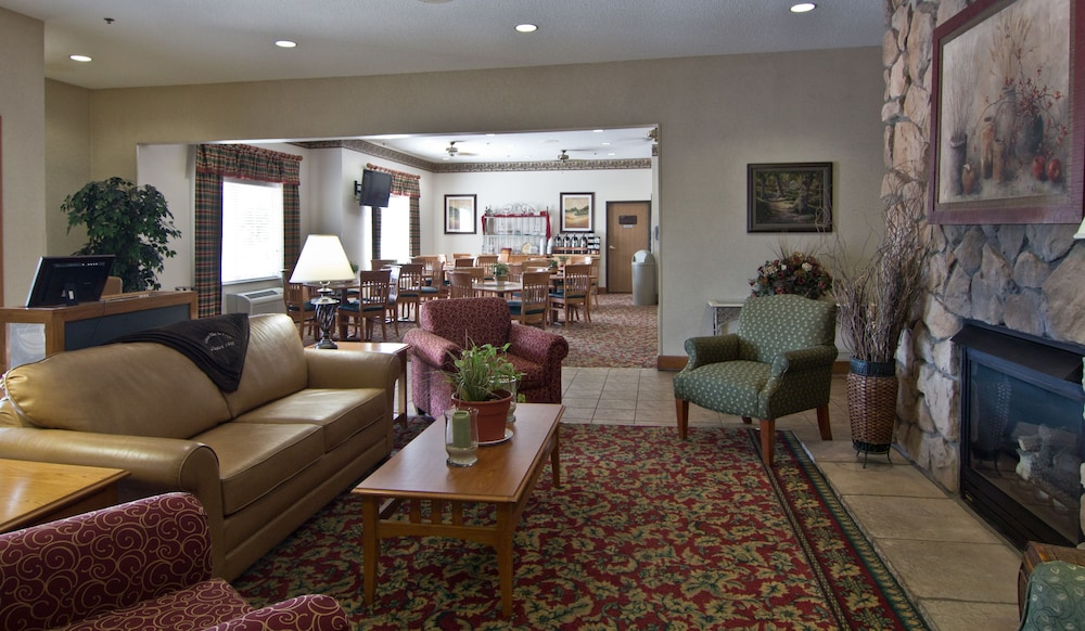 Lobby Sitting Area, Coshocton Village Inn and Suites