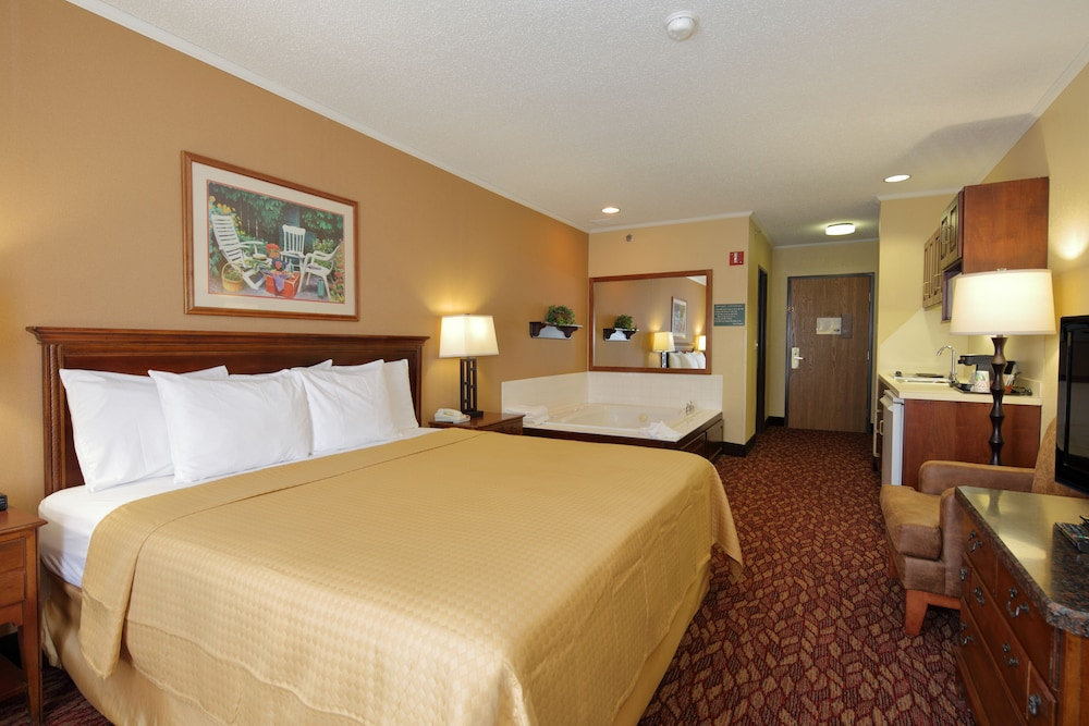 Room, Coshocton Village Inn and Suites