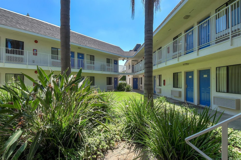 Front of Property, Motel 6 Carlsbad, CA - Village