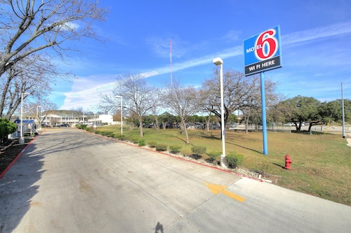 Check Expedia for Availability of Motel 6 Kerrville