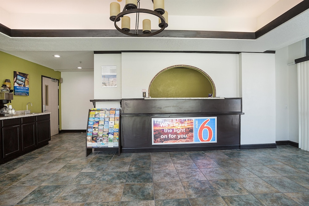 Lobby, Motel 6 Lake Havasu, AZ - Lakeside