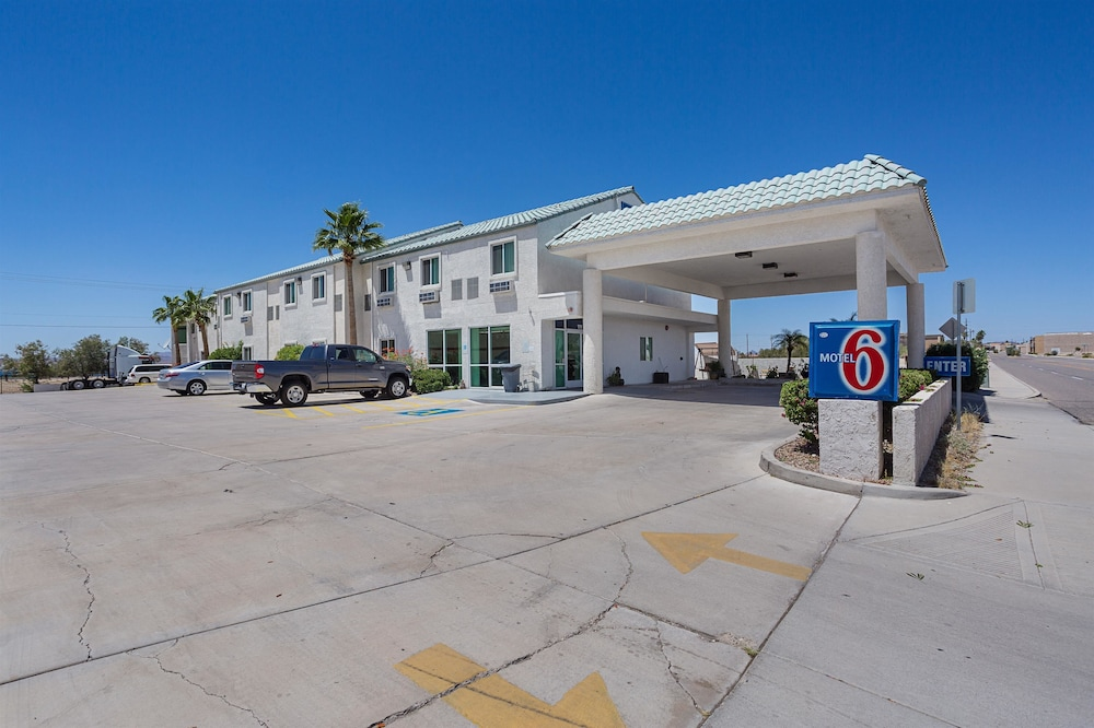 Front of Property, Motel 6 Lake Havasu, AZ - Lakeside