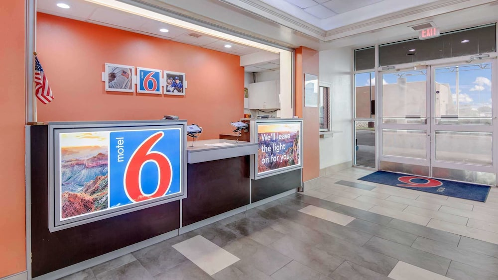 Lobby, Motel 6 Roswell, NM