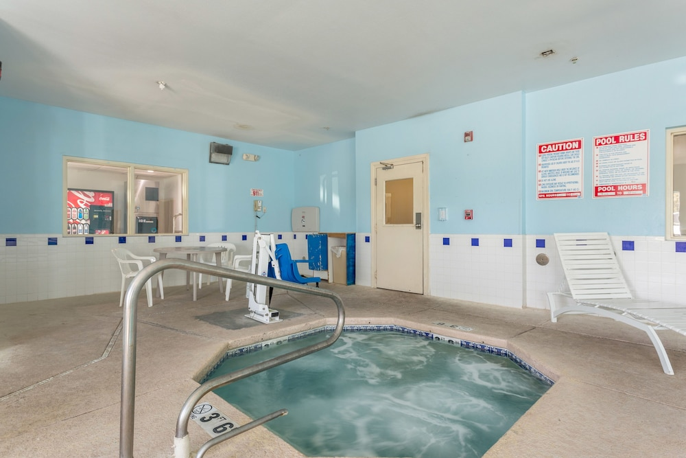 Pool, Motel 6 Roswell, NM