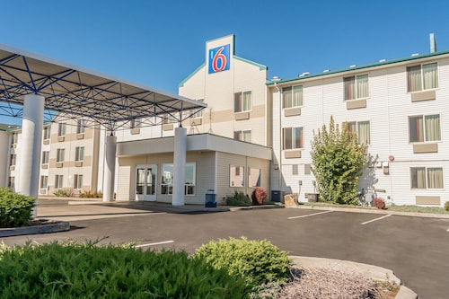Motel 6 Redmond, OR