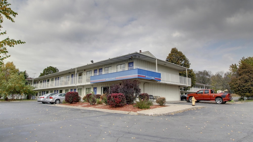Front of Property, Motel 6 Des Moines, IA - North