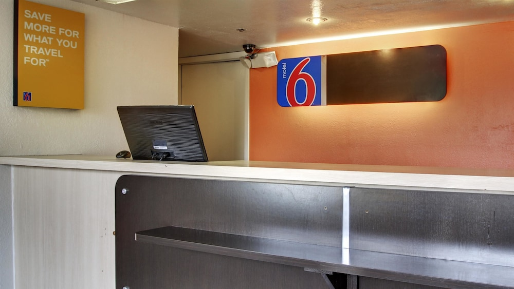 Lobby, Motel 6 Des Moines, IA - North
