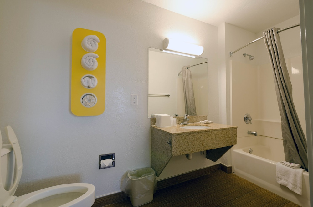 Bathroom Amenities, Motel 6 Camp Springs, DC - South Camp Springs