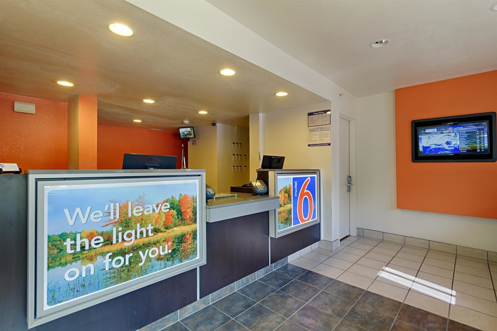 Lobby, Motel 6 Laurel, DC - Washington Northeast