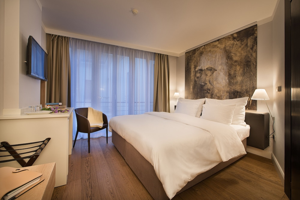 Design hotel neruda reviews photos rates for Design prague hotel