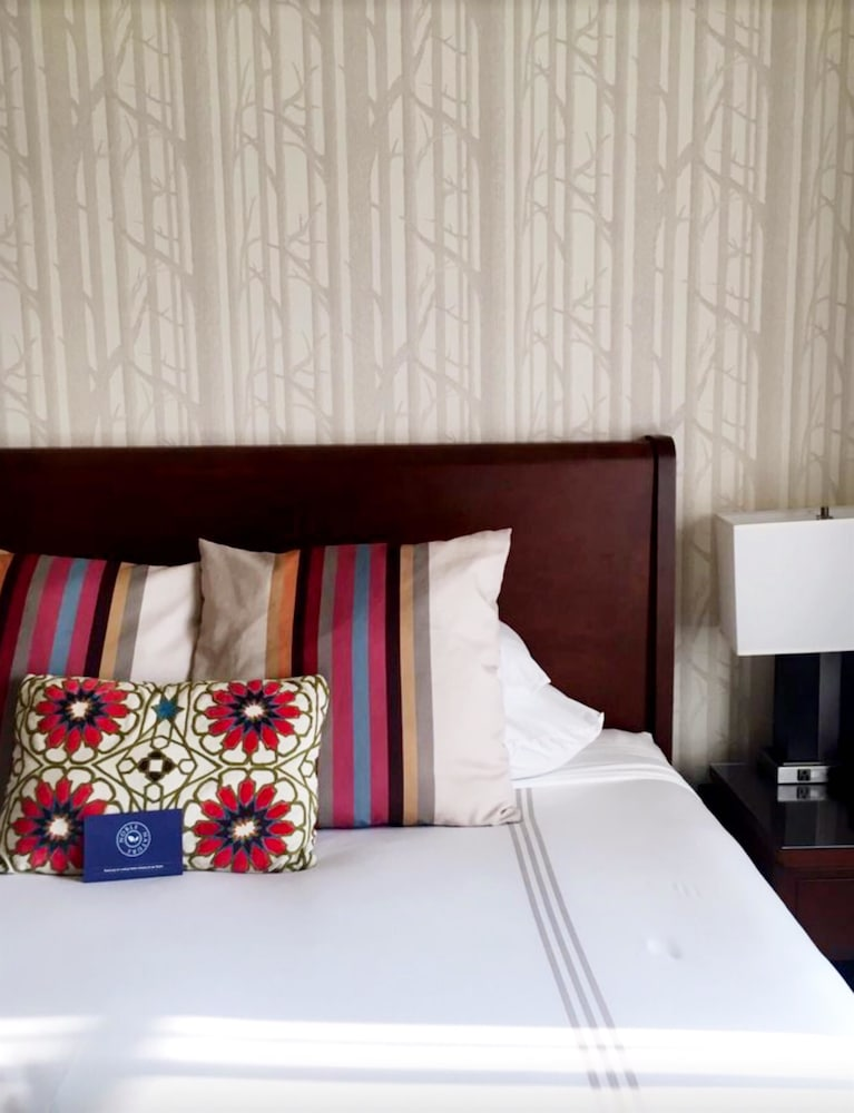 Room, River Terrace Inn - A Noble House Hotel