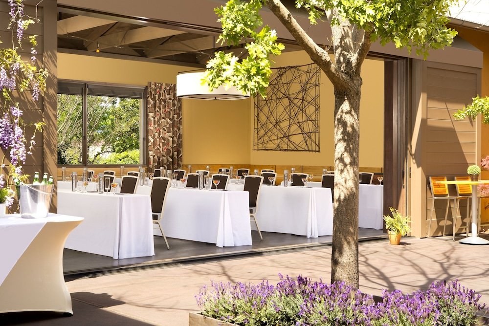 Outdoor Banquet Area, River Terrace Inn - A Noble House Hotel