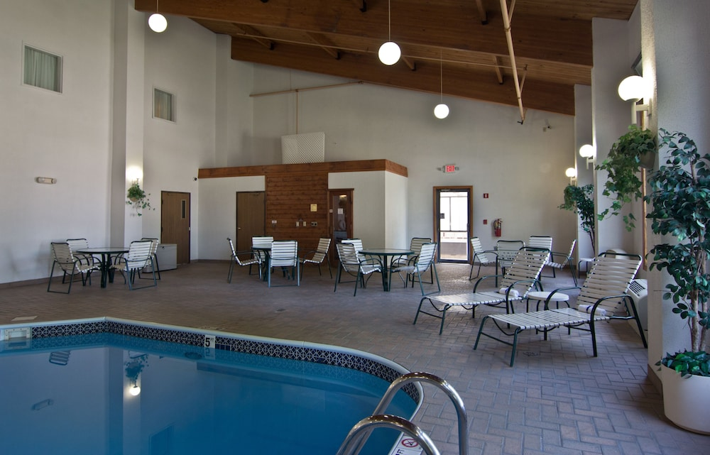 Indoor Pool, Schoenbrunn Inn & Conf. Center, Ascend Hotel Collection