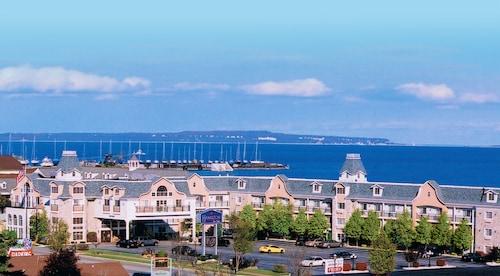 Best Mackinaw City Hotel Deals Hamilton Inn Select Beachfront