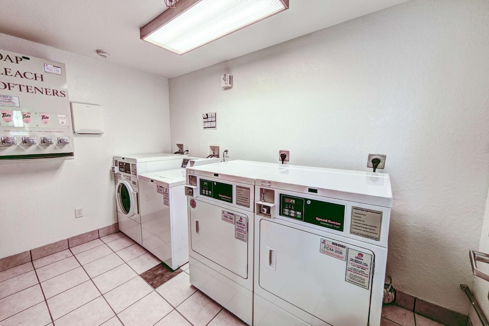 Private Kitchen, Motel 6 Niantic, CT - New London