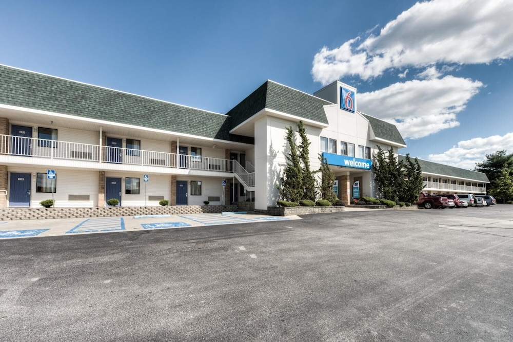 Exterior, Motel 6 Niantic, CT - New London