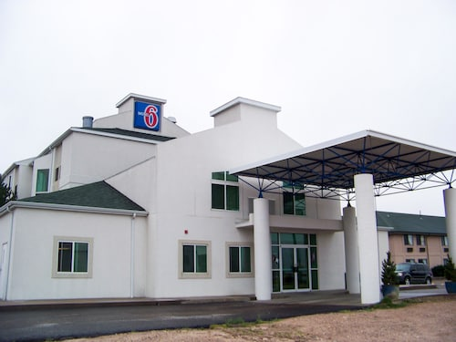 Check Expedia for Availability of Motel 6 Sidney