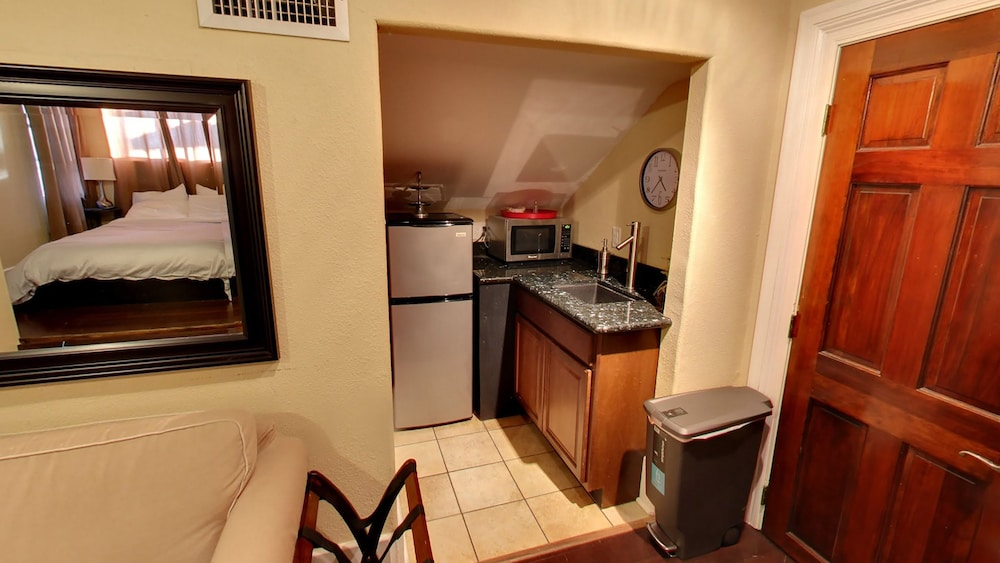 Private Kitchen, Balcony Guest House