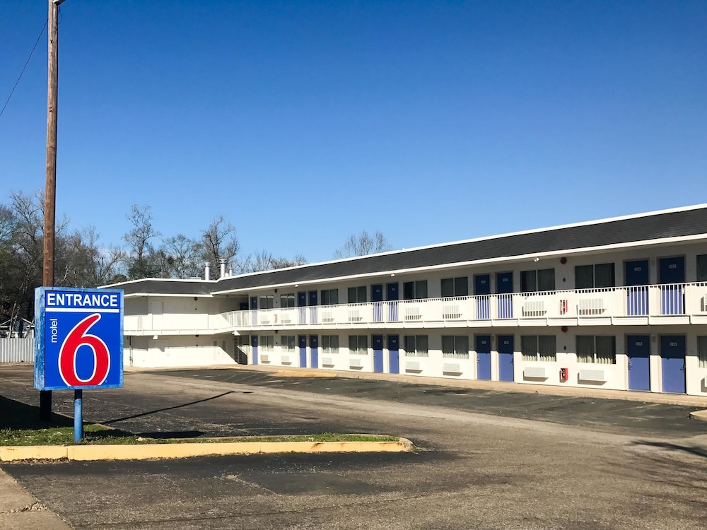 Front of Property, Motel 6 Lufkin, TX