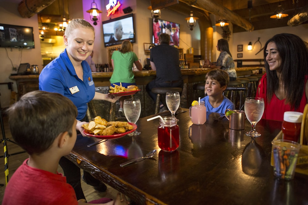 Dining, Timber Ridge Lodge and Waterpark